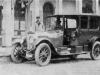 Генерал-фельдмаршал фон Гинденбург у ''Мерседеса'' 28- 60 л. с.  служебной машины ставки Верховного главноко мандования в Бад-Кройпнахе (1918 г.).