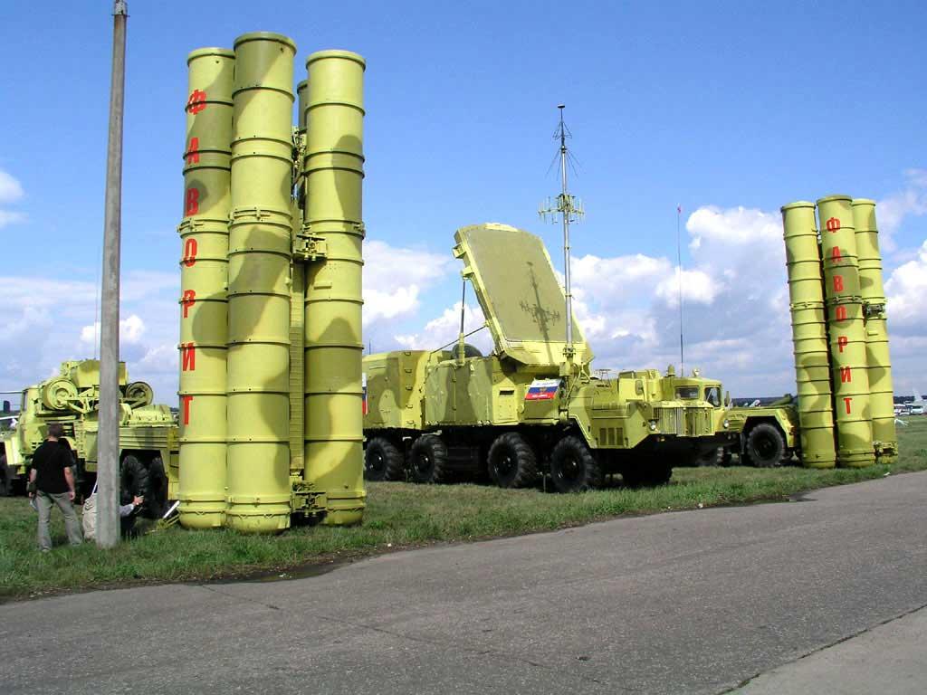 Асад получил первую партию зенитно-ракетных комплексов С-300 от России
