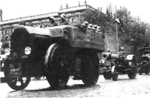 "''Аустро-Даймлер"" Для тяжелых 305-мм мортир и для 150-мм гаубиц."