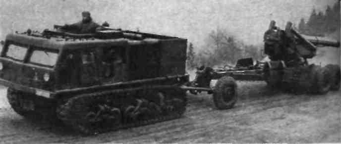 13-тончые гусеничные тягачи М-4.