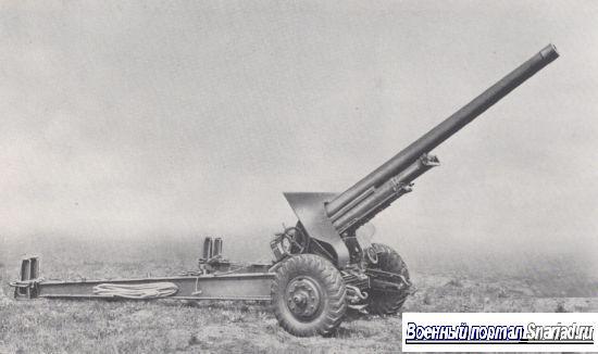Вершиной военных успехов немцев на Восточном фронте в 1942 был летний прорыв частей Группы армий А более чем на 300 км юго-восточнее Сталинграда. Гаубица sFH 37(t} бомбардирует позиции советских войск в холмистых предгорьях Кавказского хребта.