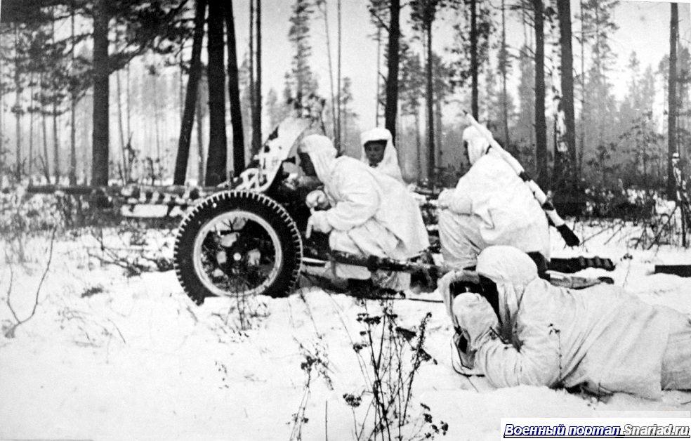 Пушка модели 1942 года на подступах к Данцигy, начало 1945 года. Красная Армия ведет наступление на запад. Пушка не только широко применялась в этот период войны, но и служила после нее.